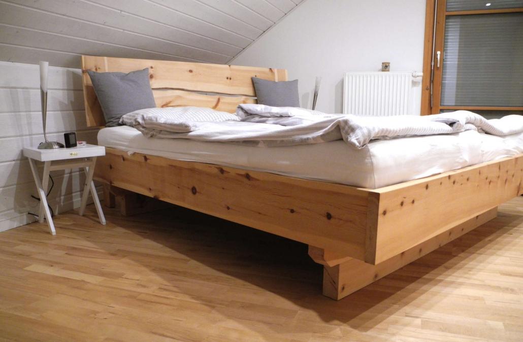 Referenz: Bett aus massivem Zirbenholz